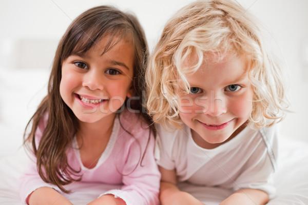 Stock fotó: Testvérek · hálószoba · otthon · lányok · jókedv · nevet