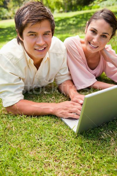 Twee vrienden gelukkig uitdrukkingen naar kant Stockfoto © wavebreak_media