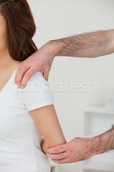 クローズアップ 医師 調べる 肩 患者 ルーム ストックフォト © wavebreak_media