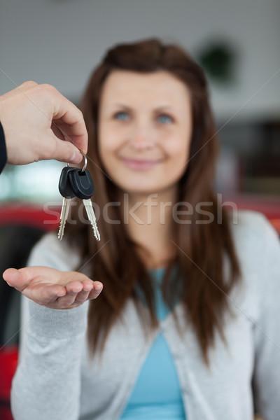 Mutlu esmer araba anahtarları garaj takım elbise kadın Stok fotoğraf © wavebreak_media