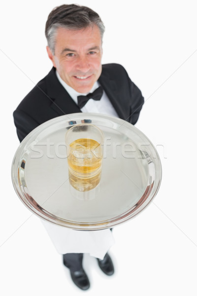 Glimlachend De ober aanbieden whiskey dienblad glas Stockfoto © wavebreak_media
