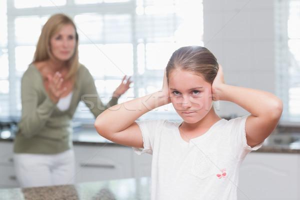 Zaklatott kislány fülek anya sikít otthon Stock fotó © wavebreak_media