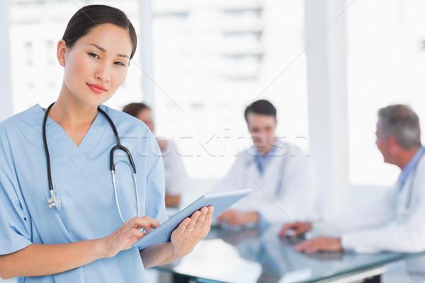 Chirurg cyfrowe tabletka grupy około tabeli Zdjęcia stock © wavebreak_media