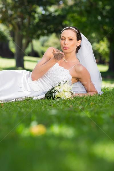 花嫁 キス 公園 肖像 幸せ ストックフォト © wavebreak_media