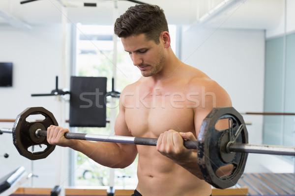 Torse nu bodybuilder lourd barbell poids Photo stock © wavebreak_media