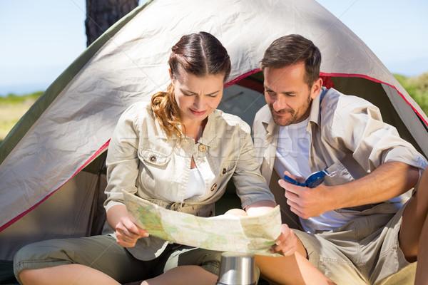 пару глядя карта за пределами палатки Сток-фото © wavebreak_media