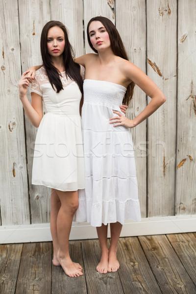 Bastante amigos posando branco vestidos Foto stock © wavebreak_media