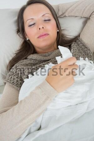 Dość brunetka tekst bed domu Zdjęcia stock © wavebreak_media