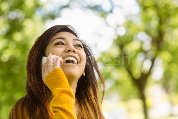 Alegre mulher telefone móvel parque mulher jovem telefone Foto stock © wavebreak_media