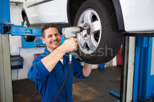 Mechaniker Reifen Rad Reparatur Garage Service Stock foto © wavebreak_media