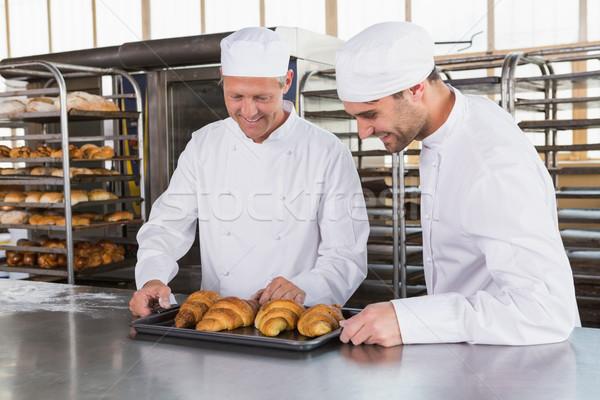 Sorridere guardando cornetti cucina panetteria business Foto d'archivio © wavebreak_media