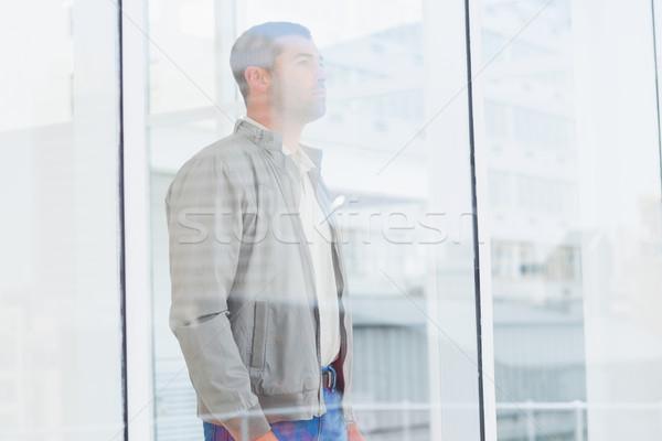Figyelmes üzletember néz adatbázis ablak oldalnézet Stock fotó © wavebreak_media