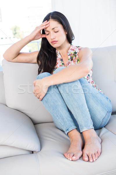 Dość brunetka głowy kanapie domu bawialnia Zdjęcia stock © wavebreak_media