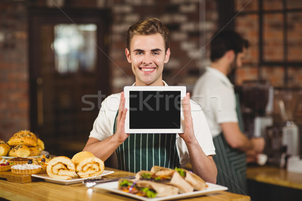 Uśmiechnięty kelner cyfrowe tabletka portret Zdjęcia stock © wavebreak_media