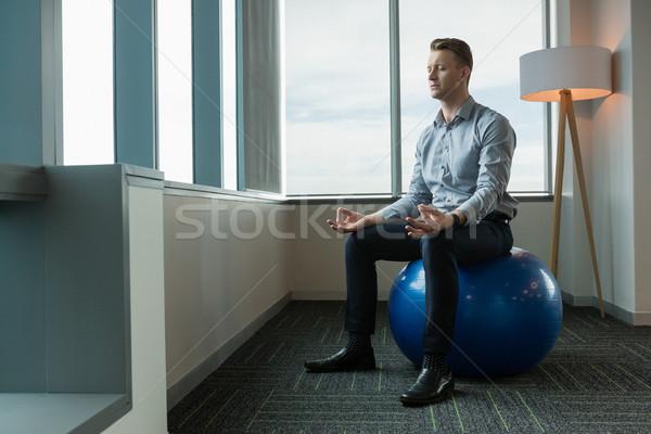 執行 瞑想 フィットネス ボール オフィス 男 ストックフォト © wavebreak_media