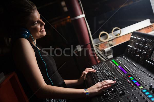 Női audio mérnök hang keverő zenei stúdió Stock fotó © wavebreak_media