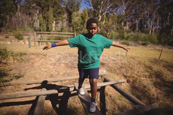 мальчика ходьбе препятствие загрузка лагерь Сток-фото © wavebreak_media