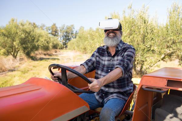 Feliz homem virtual realidade fone trator Foto stock © wavebreak_media