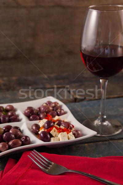 Siyah zeytin hizmet plaka şarap tablo Stok fotoğraf © wavebreak_media