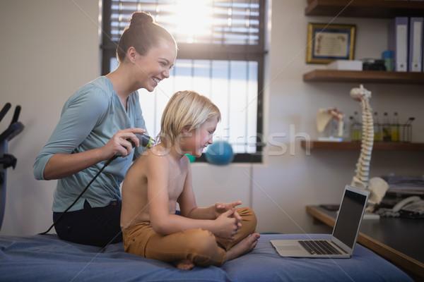 女性 セラピスト 肩 シャツを着ていない 少年 ストックフォト © wavebreak_media