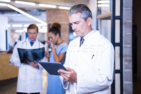Сток-фото: врач · цифровой · таблетка · больницу · коллеги · Постоянный