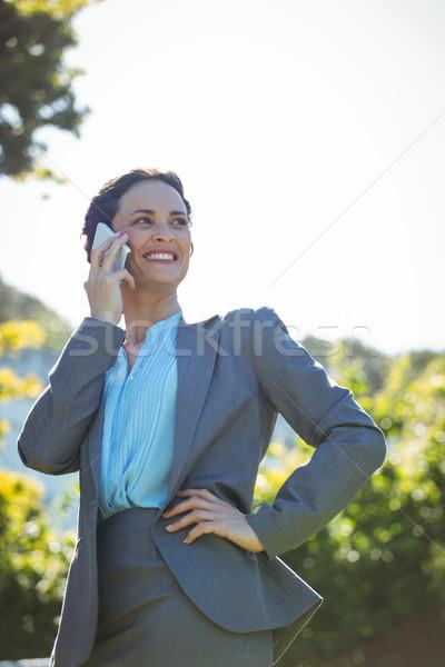 Zakenvrouw telefoongesprek buiten terras zon vrouwelijke Stockfoto © wavebreak_media
