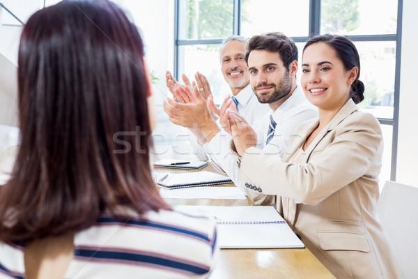 üzleti csapat tapsol kolléga megbeszélés iroda férfi Stock fotó © wavebreak_media