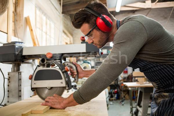 Falegname lavoro polveroso workshop costruzione uomo Foto d'archivio © wavebreak_media