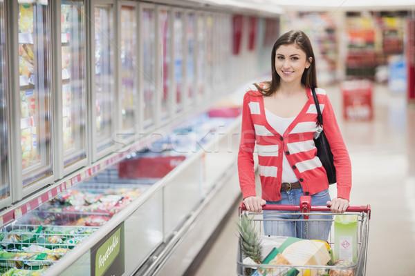 Portret vrouw poseren grafiek supermarkt voedsel Stockfoto © wavebreak_media