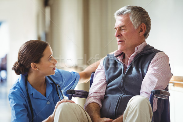 Infirmière soins triste supérieurs homme Photo stock © wavebreak_media