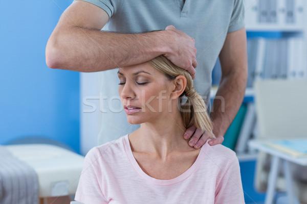 Nyújtás nyak női beteg klinika nő Stock fotó © wavebreak_media