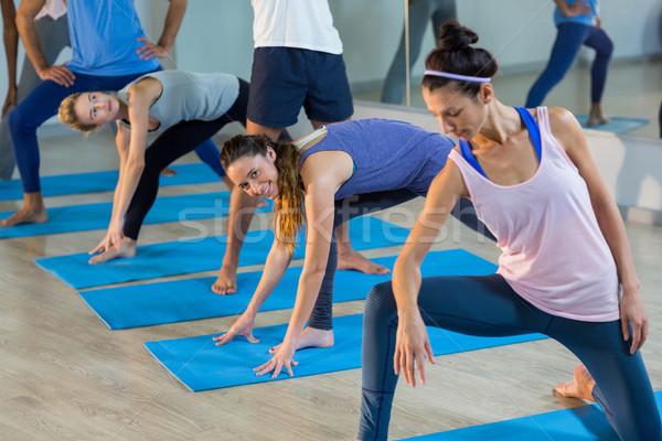 Grup insanlar egzersiz spor salonu mutlu Stok fotoğraf © wavebreak_media