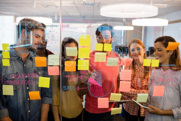 Yaratıcı iş ekibi bakıyor cam pencere Stok fotoğraf © wavebreak_media