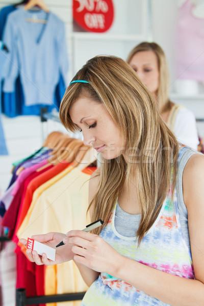 Boldog nők választ ruházat együtt bolt Stock fotó © wavebreak_media