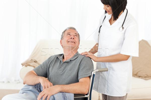 Man rolstoel verpleegkundige home vrouw arts Stockfoto © wavebreak_media