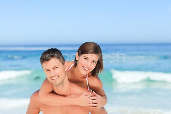 Jóképű férfi feleség háton tengerpart víz mosoly Stock fotó © wavebreak_media