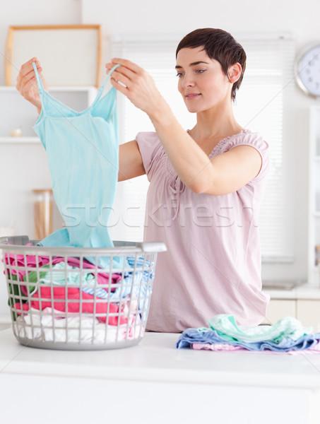 Cute vrouw kleding utility kamer voorjaar Stockfoto © wavebreak_media