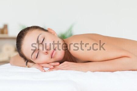 Femme dormir lit tête oreiller Photo stock © wavebreak_media