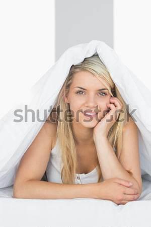 Glimlachende vrouw naar rechtdoor vooruit einde Stockfoto © wavebreak_media