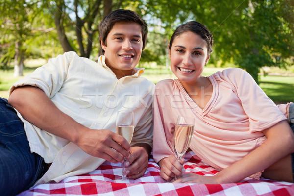 Homme femme souriante verres champagne mentir Photo stock © wavebreak_media