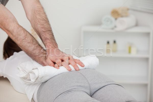 массажист женщину полотенце комнату врач Сток-фото © wavebreak_media