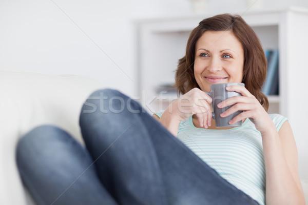 женщина улыбается кружка гостиной глазах Кубок Сток-фото © wavebreak_media