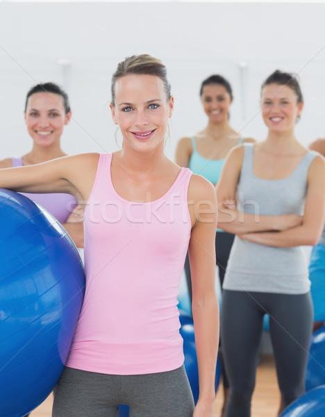 Instructeur oefening bal fitness klasse Stockfoto © wavebreak_media