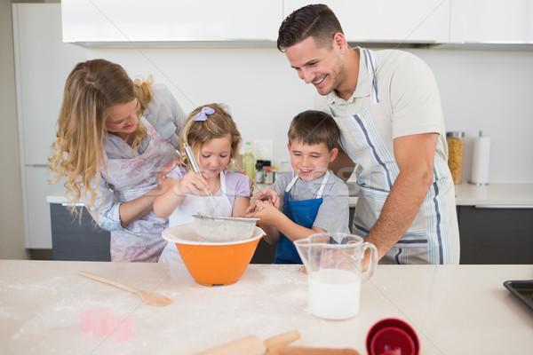 Család sütik konyhapult négy együtt nő Stock fotó © wavebreak_media
