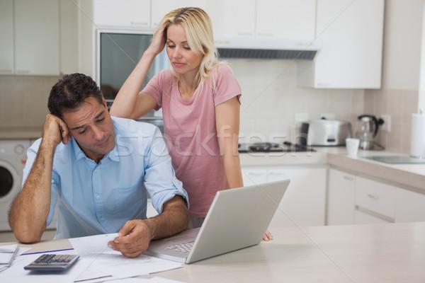 Nieszczęśliwy para laptop kuchnia domu Zdjęcia stock © wavebreak_media