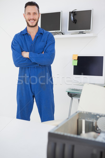 Computador engenheiro em pé sorridente câmera escritório Foto stock © wavebreak_media