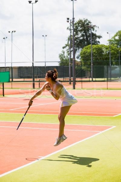 Ziemlich Tennisspieler Servieren Ball Sport Stock foto © wavebreak_media