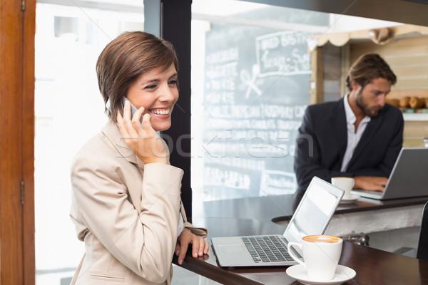 Csinos üzletasszony dolgozik törik kávéház számítógép Stock fotó © wavebreak_media