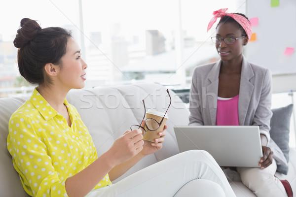Jonge creatieve vrouwen bank kantoor Stockfoto © wavebreak_media