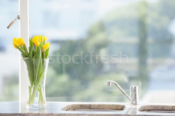 Sárga virág váza mosdókagyló otthon nappali virág Stock fotó © wavebreak_media